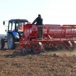 Для весеннего сева фермеры выбирают проверенные семена