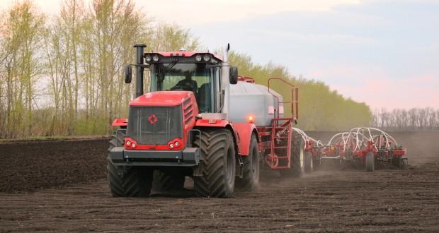 Медведев: Россия должна сохранить потенциал в производстве сельхозтехники для ее экспорта
